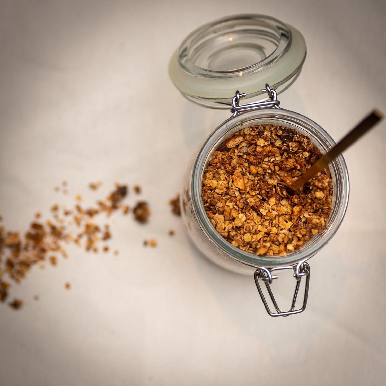 """Granola met Hazelnoot en Chocolade van """" Menne meug"""" ( afhalen op zaterdag of levering in uw provincie op zaterdag ) 350 g"""
