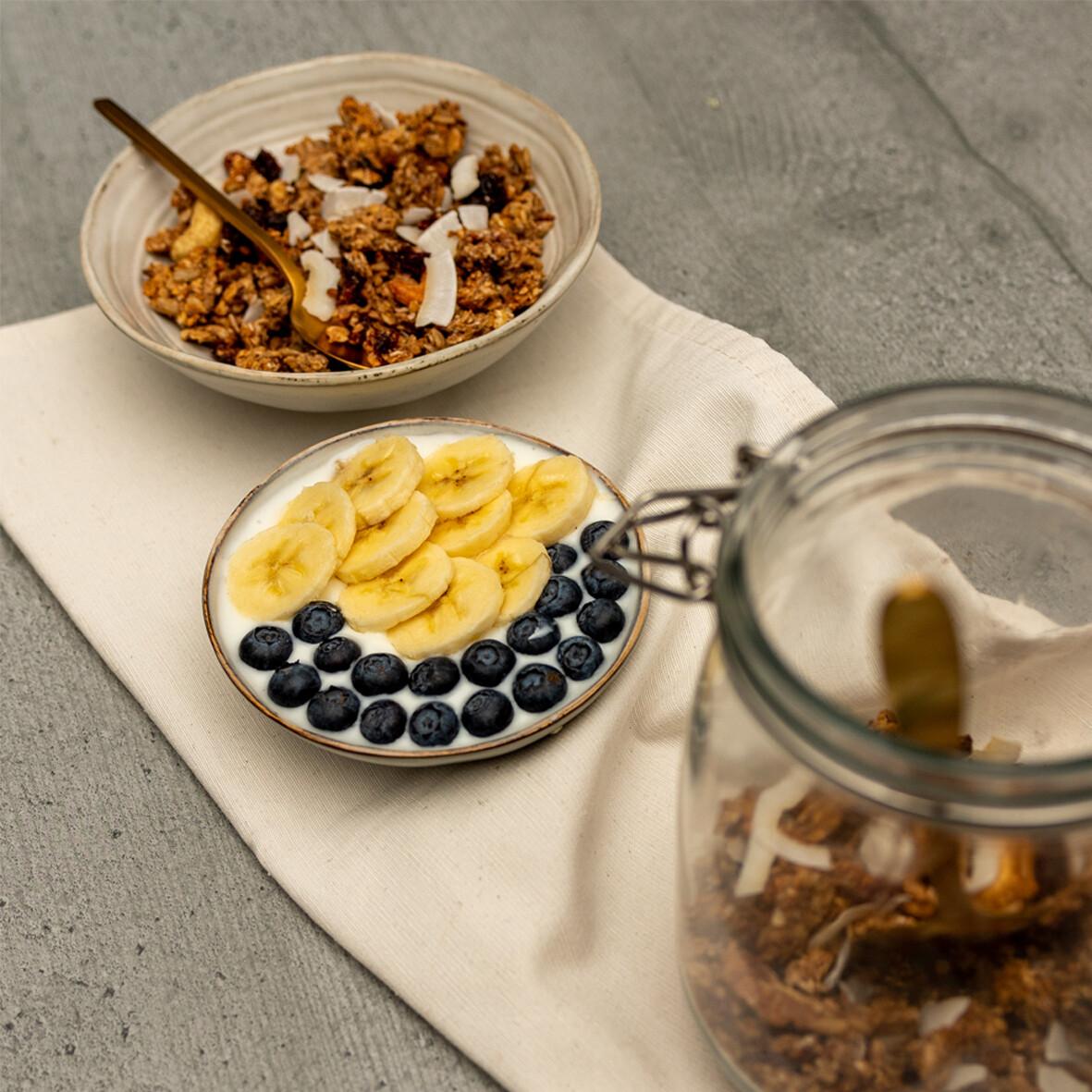 Granola met banaan, veenbes en kokos ( afhaling ter plaatse op zaterdag of levering in uw provincie op zaterdag ) 350 g