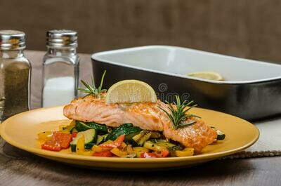 Zalm in papilotte met mediterane groenten en zuiders sausje