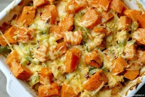 Ovenschotel van zoete aardappel en kip