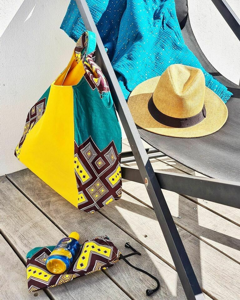 We All Share Roots : Posie Beach Bags