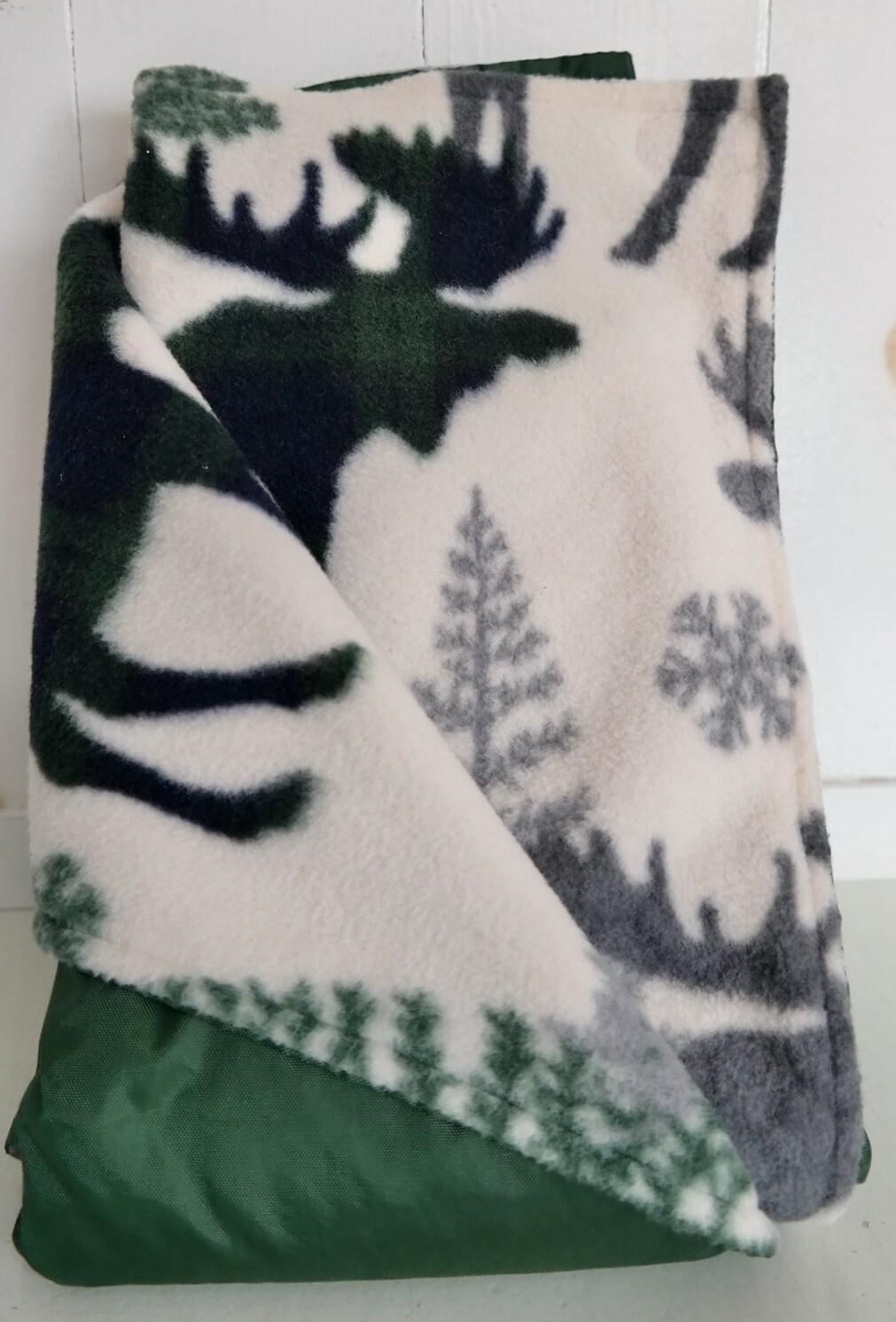 Maine River Otter Blanket 3C Green Moose