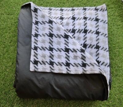 Maine River Otter Blanket 8F- Black/Black&White Houndstooth