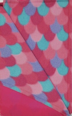 Maine River Otter Blanket 65C- Pink/Scales