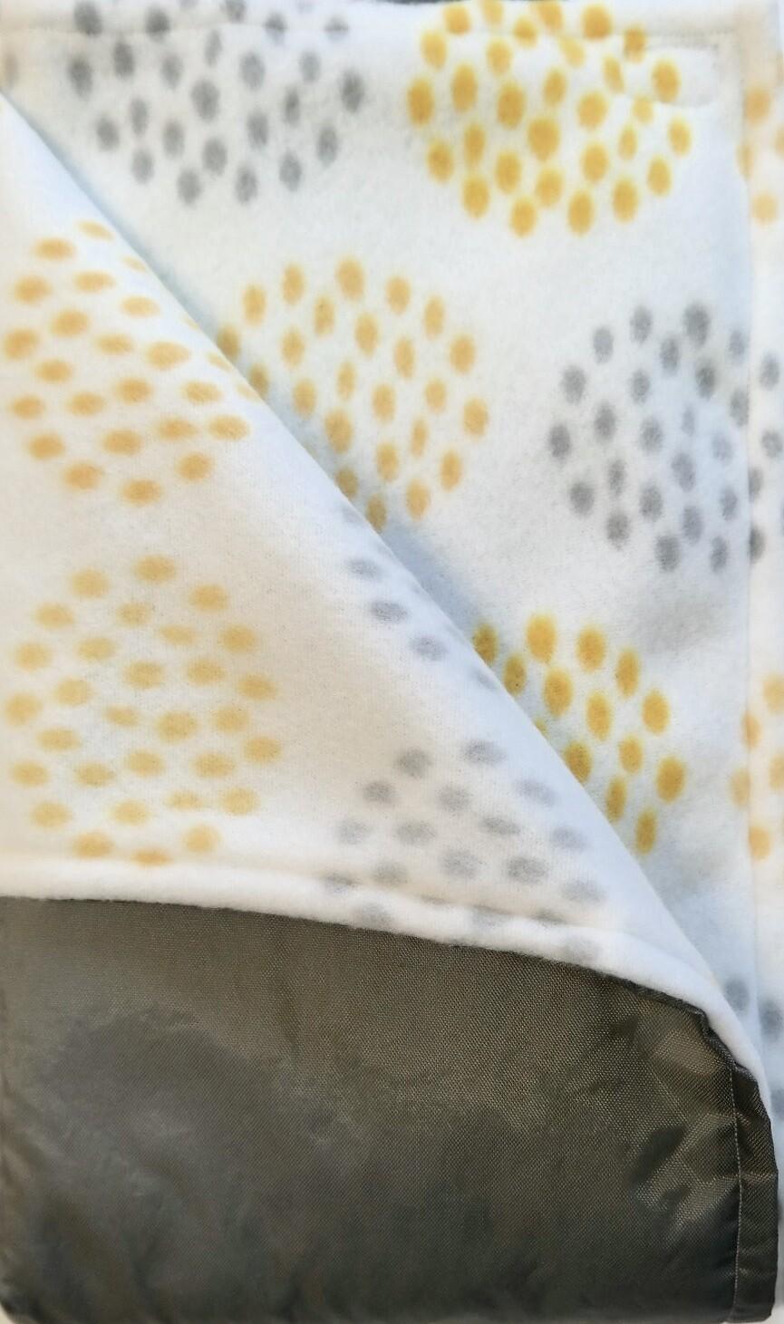 66 C Pitt Patt Blanket yellow & grey dots