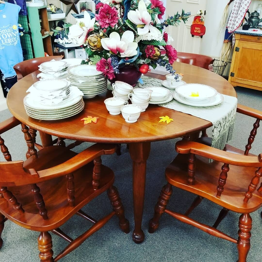 #1-1132 Stickley Table & 4 Chairs