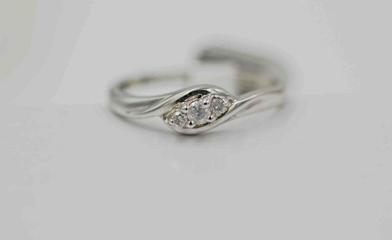 14KW 3 Stone Diamond ring