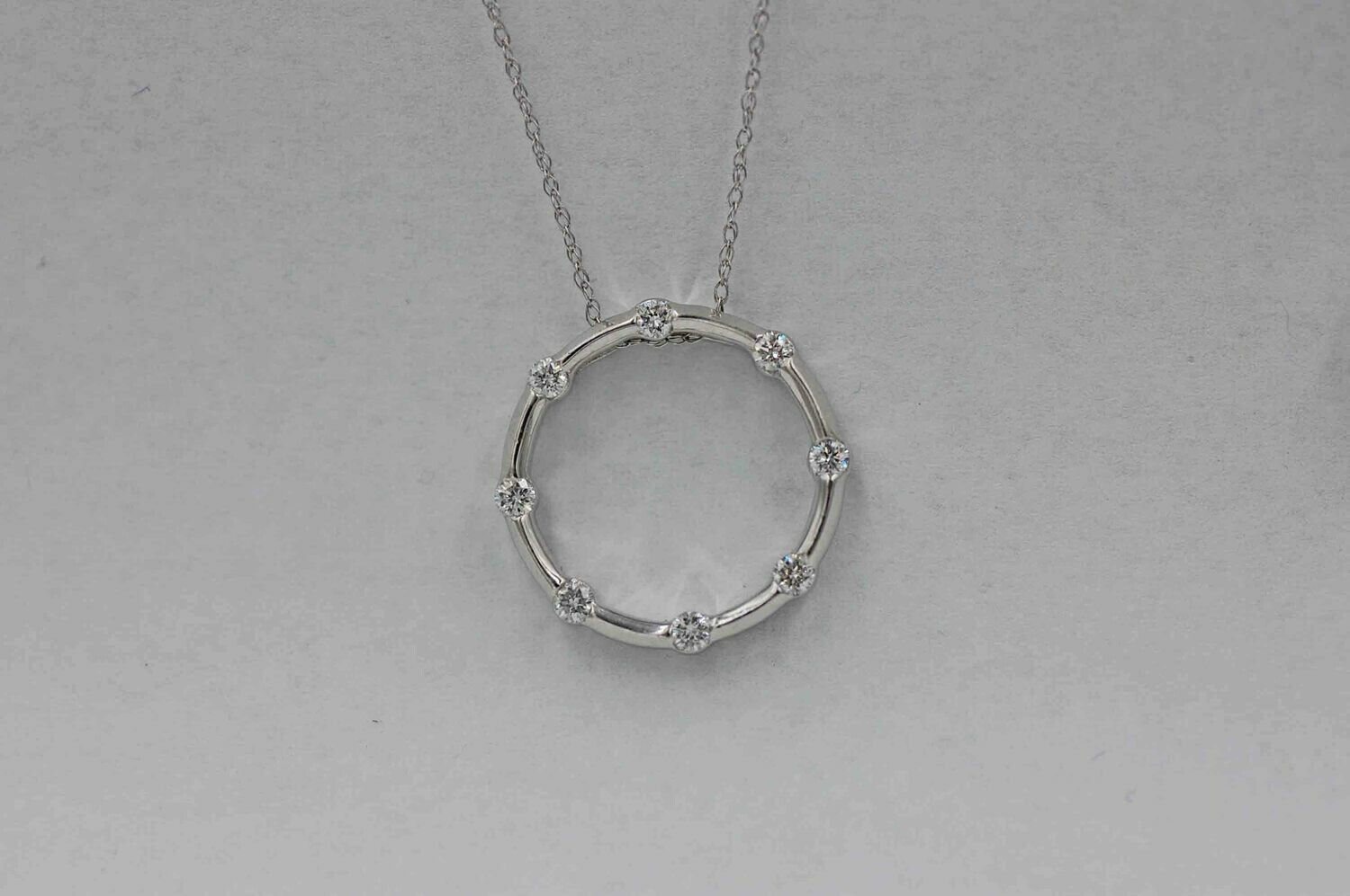 14kw wg circle pendant w/ 8 diamonds .50cttw- 18""