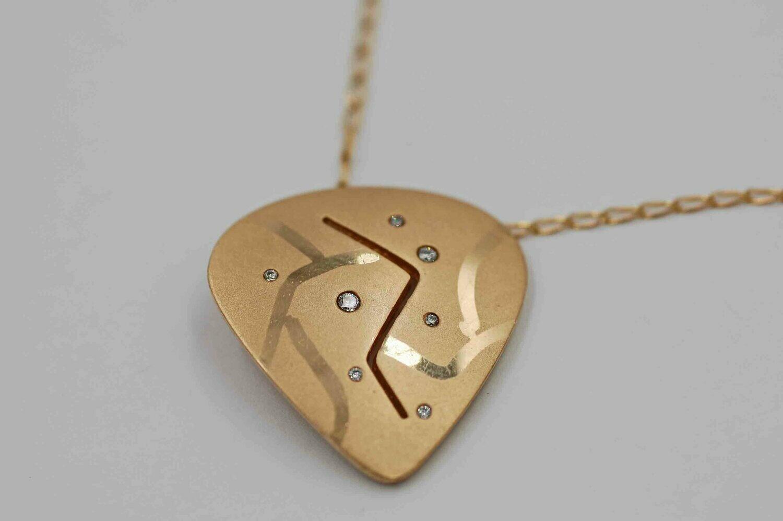 14ky custom made guitar pick pendant w/ .07 tcw dia