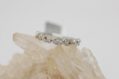 14kwg .15cttw diamond band vintage look