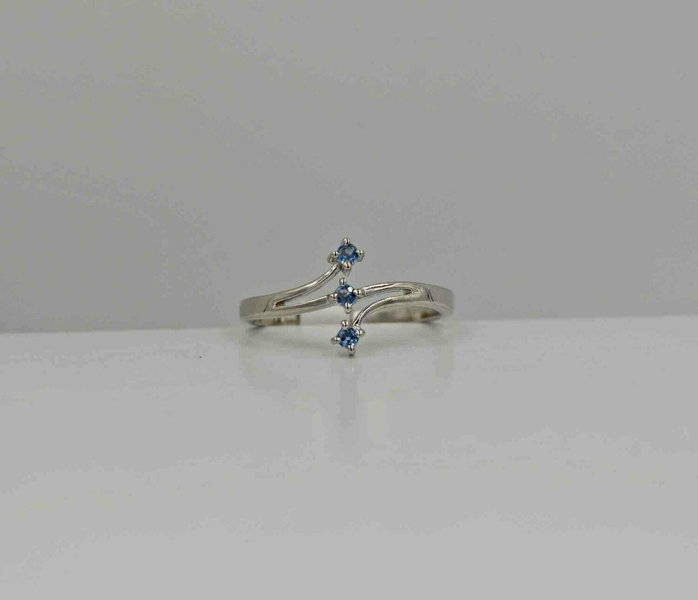 .12ct  3 stone YOGO ring .925