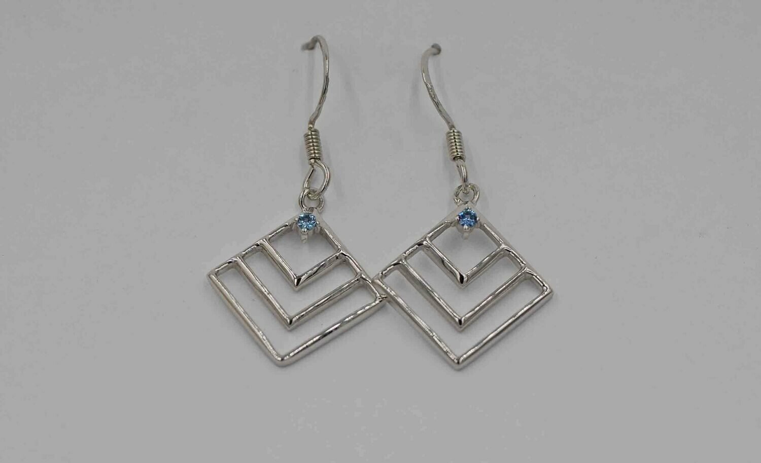 .09cttw Yogo dangle earring diamond shape .925