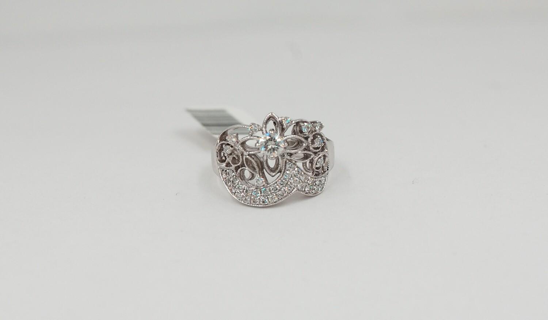 14kw .63cttw/.25ct center round brilliant flower & millgrain diamond ring