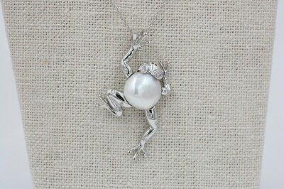 """14kwg Handmade Frog pendant w/ Mabe' pearl body and diamond eyes - 18"""" chain"""