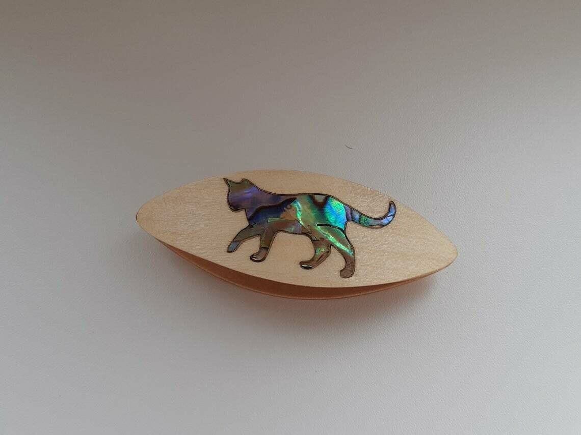Tatting Shuttle Maple Mother-of-Pearl Cat Inlay