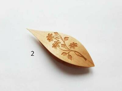 Tatting Shuttle With Pick Maple Floral Engraving