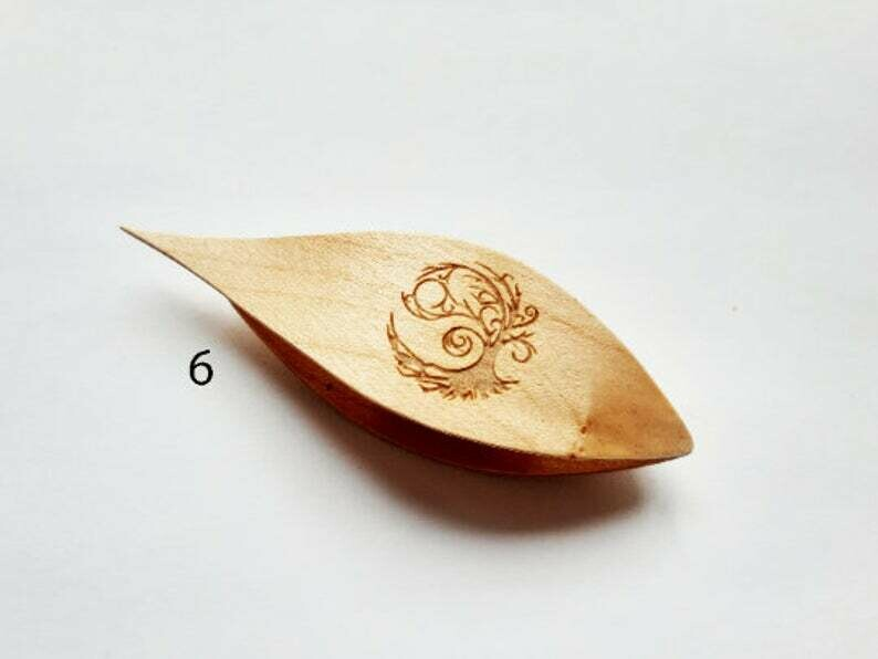 Tatting Shuttle With Pick Tree Engraving