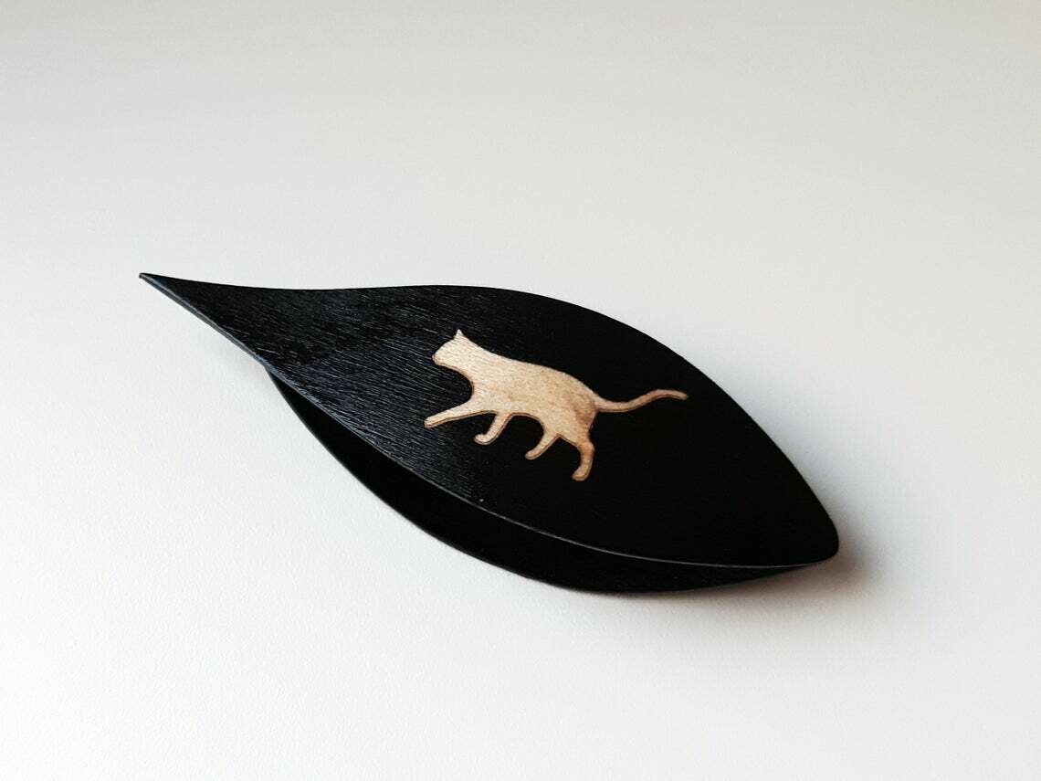 Tatting Shuttle With Pick Black Wood Maple Cat Inlay