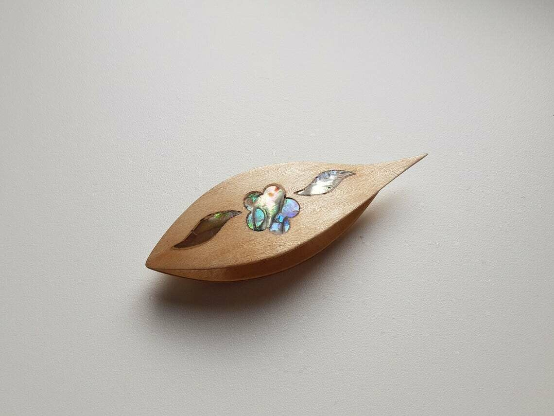 Tatting Shuttle With Pick Maple Mother-of-Pearl Flower Inlay