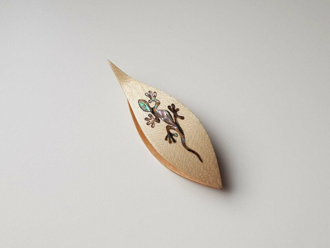 Tatting Shuttle With Pick Maple Mother-of-Pearl Lizard Inlay