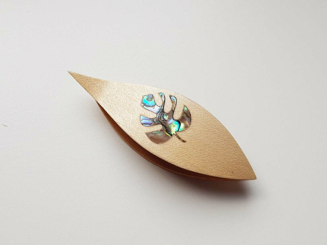Tatting Shuttle With Pick Maple Mother-of-Pearl Monstera Inlay