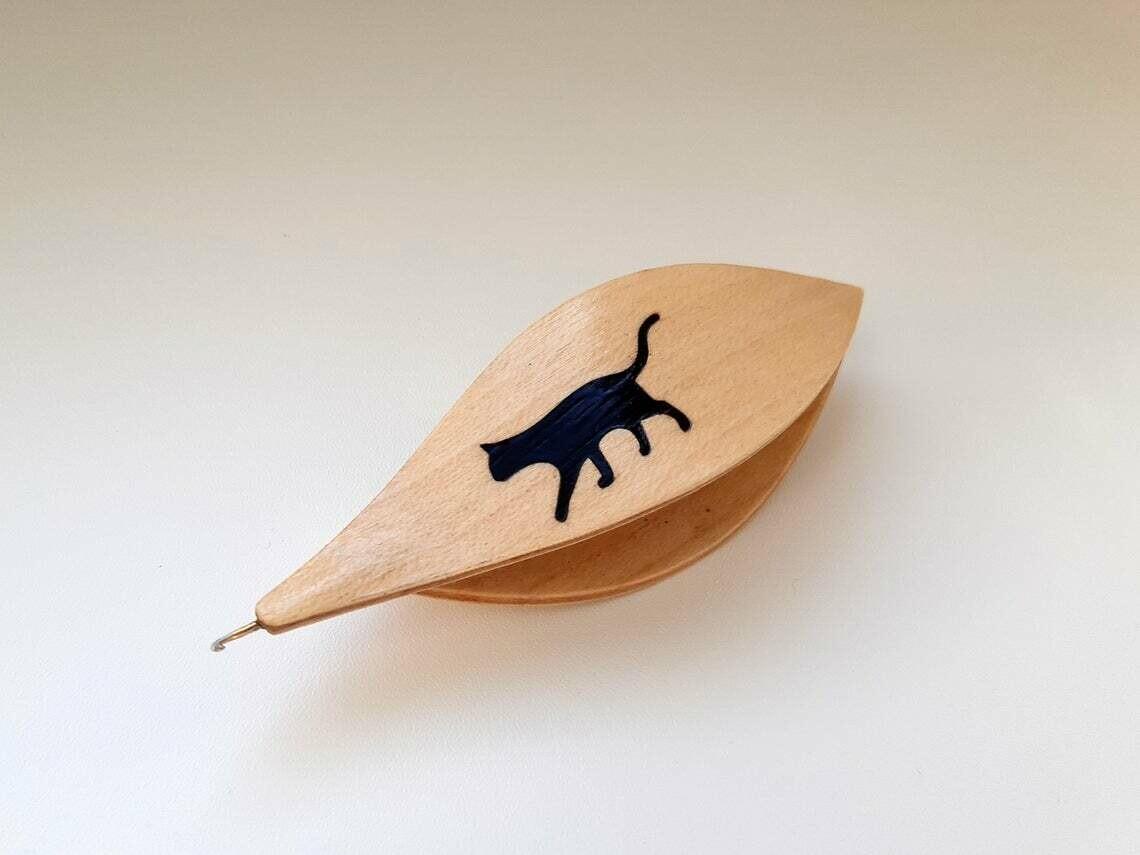 Tatting Shuttle With Hook Maple Black Wood Cat Inlay