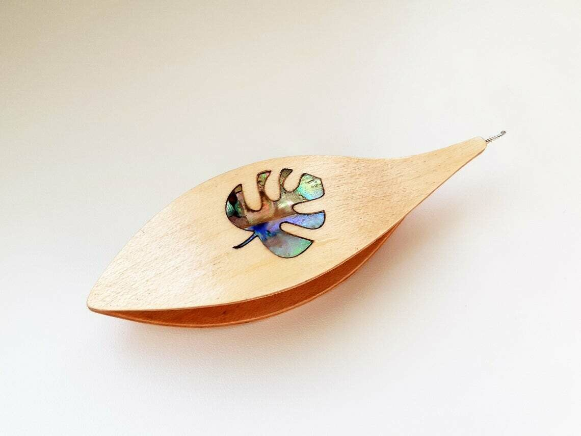 Tatting Shuttle With Hook Maple Mother-of-Pearl Monstera Inlay