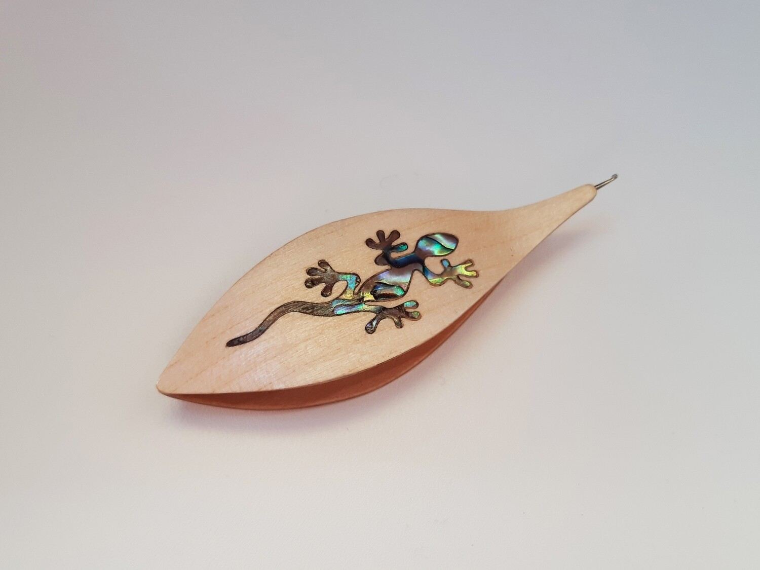 Tatting Shuttle With Hook Maple Mother-of-Pearl Lizard Inlay