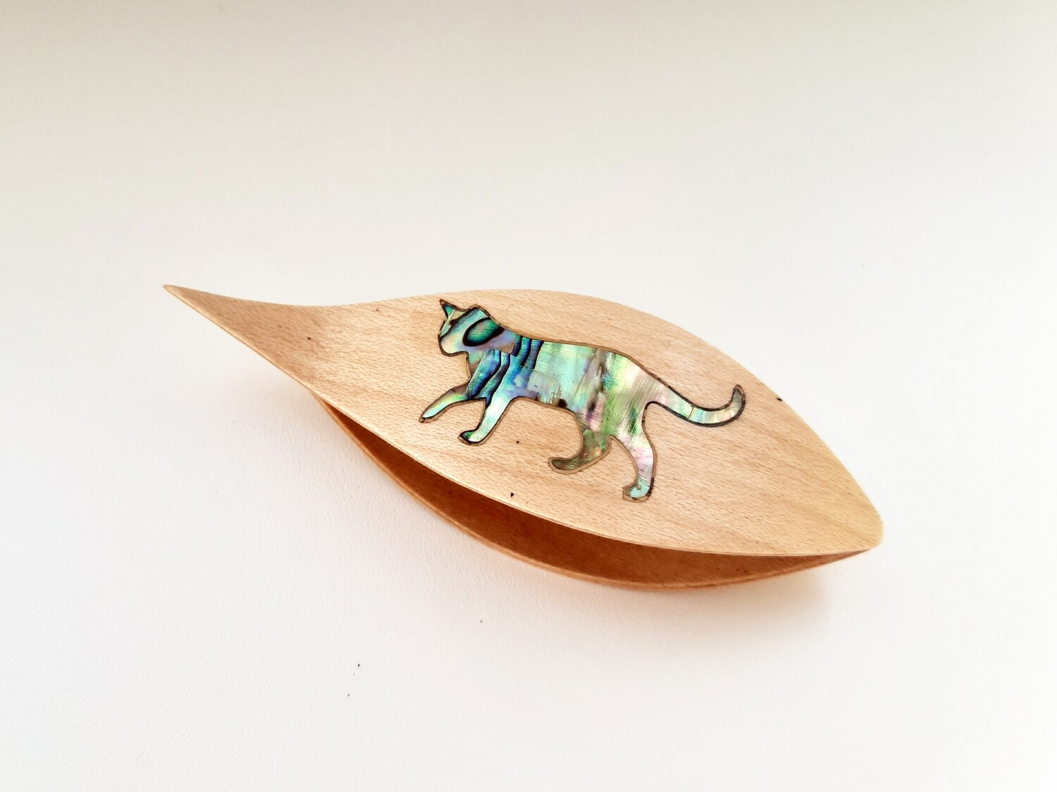 Tatting Shuttle With Pick Maple Mother-of-Pearl Cat Inlay