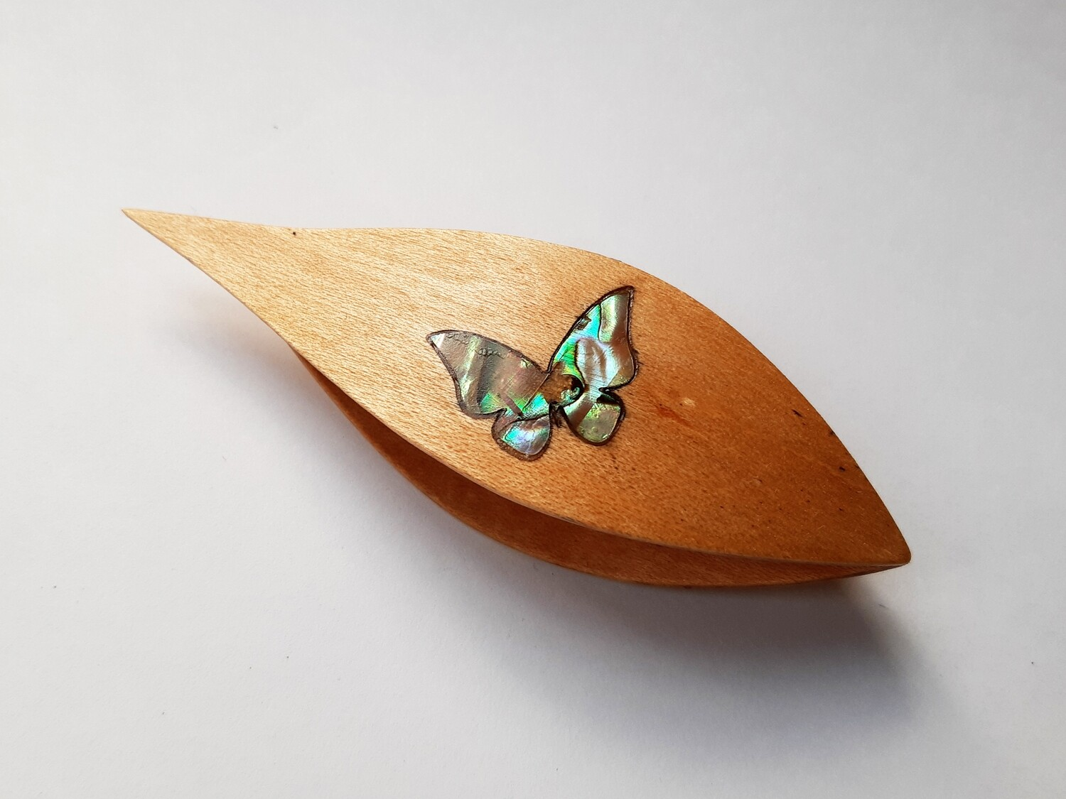 Tatting Shuttle With Pick Maple Mother-of-Pearl Butterfly 1 Inlay