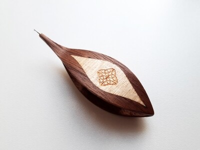 Tatting Shuttle With Hook Walnut Maple Inlay Engraving #4