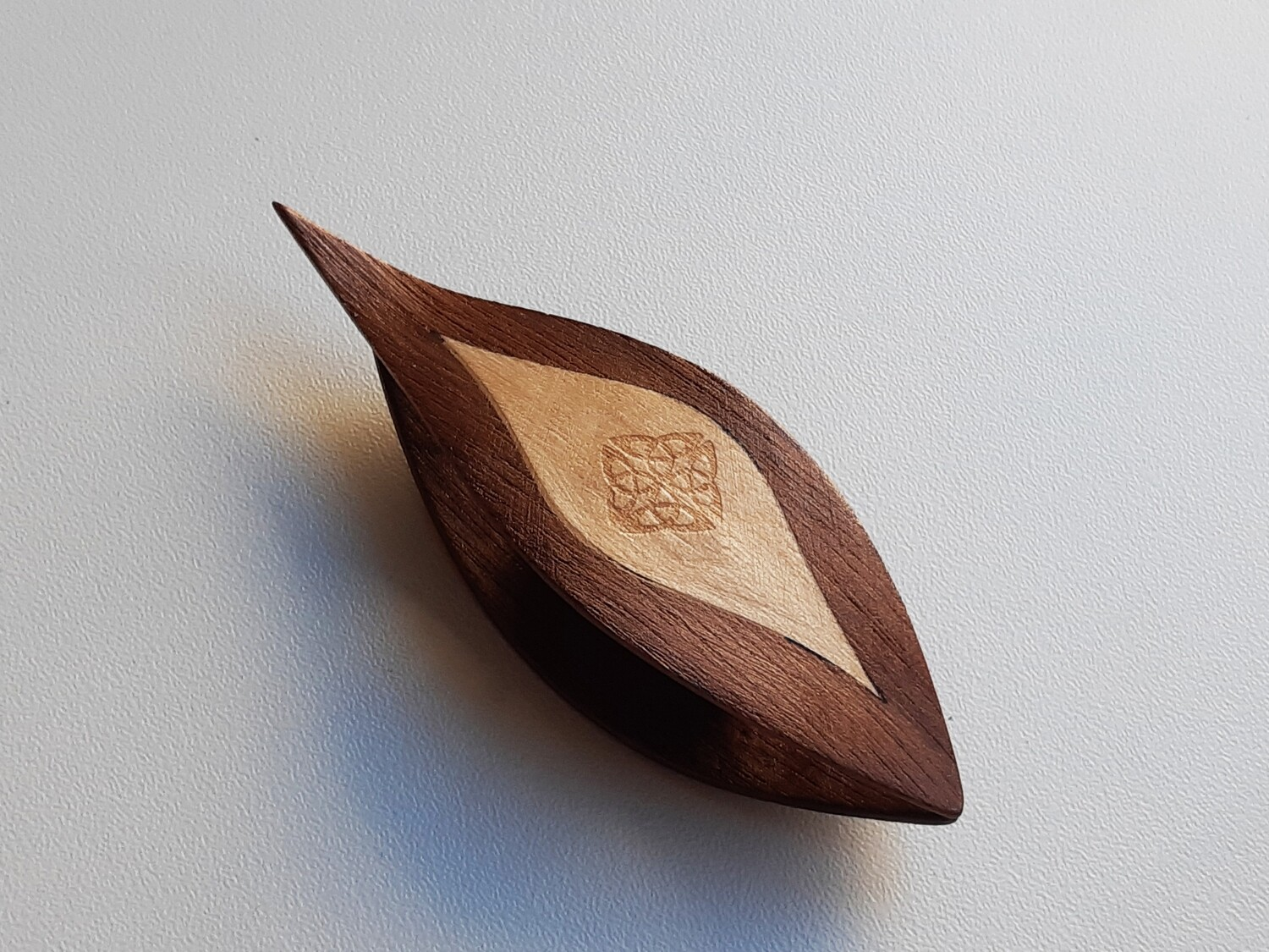 Tatting Shuttle With Pick Walnut Maple Inlay​ Engraving #4