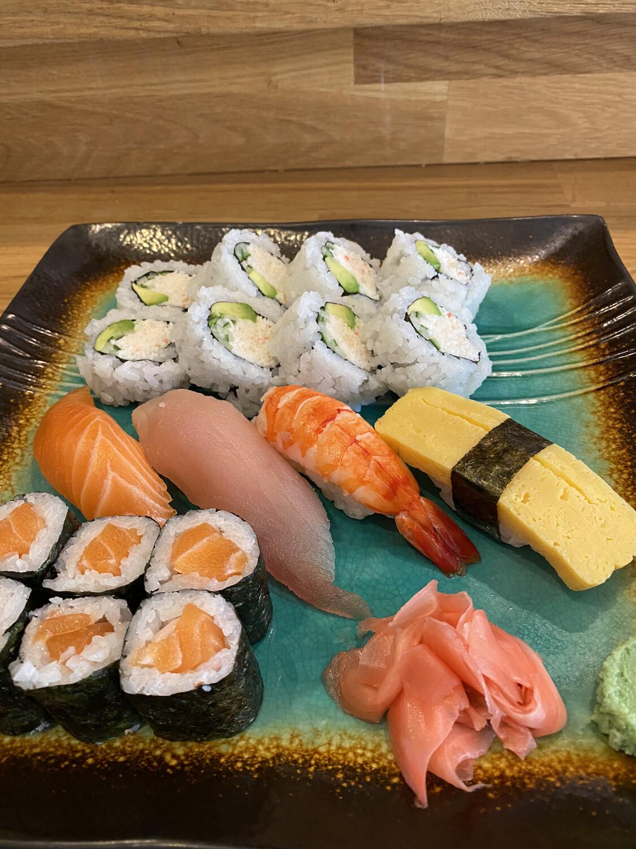 California Combo (Salmon Roll)