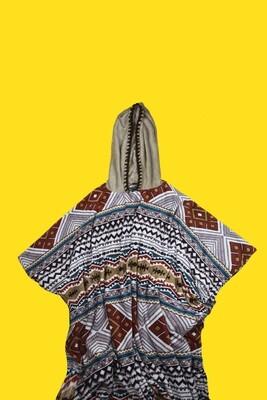 Ponchos de microfibra em estampa colorida tribal com touca e bolsa como brinde - Gayatri