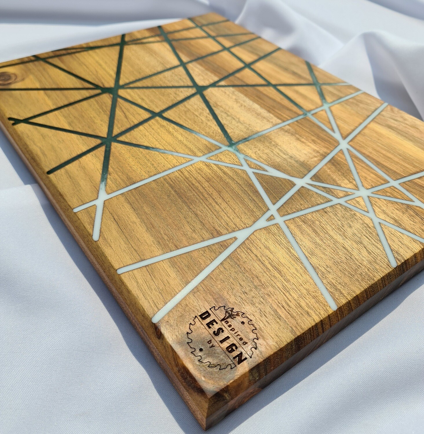 SERVING/CHEESE BOARD - AUSTRALIAN BLACKWOOD - GREEN & WHITE (LINES)