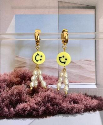 Oorbellen met zoetwaterparels en smileys