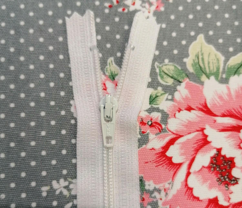 """20cm (8"""")  Skirt & trouser zips - White"""