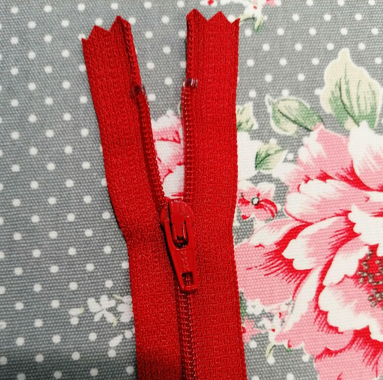 """23cm (9"""") skirt & trouser zips - Red"""