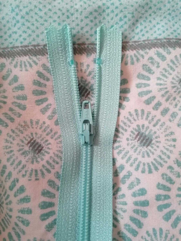 """23cm (9"""") skirt & trouser zips - Aqua"""