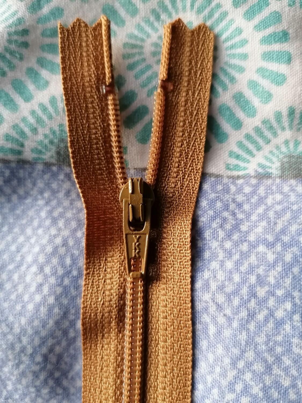"""23cm (9"""") skirt & trouser zips - gold"""