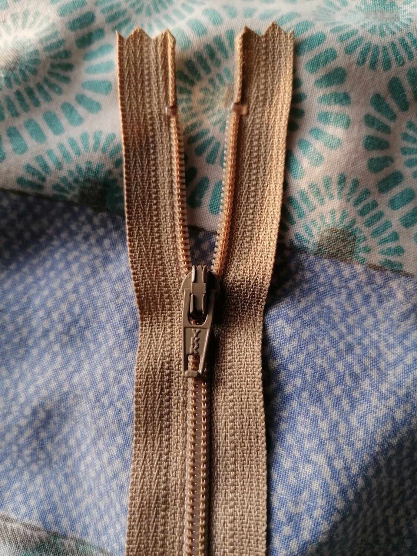 """23cm (9"""") skirt & trouser zips -  Beige"""