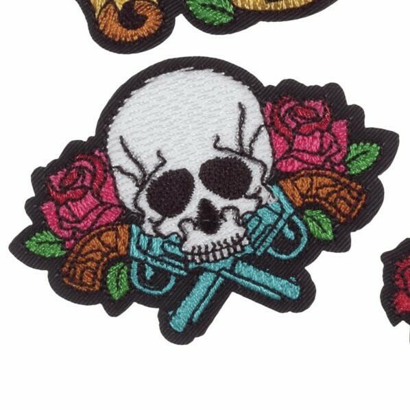 Motif skull and pistols