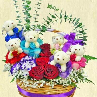 6 Mini Bears & Roses Arrangement in Basket