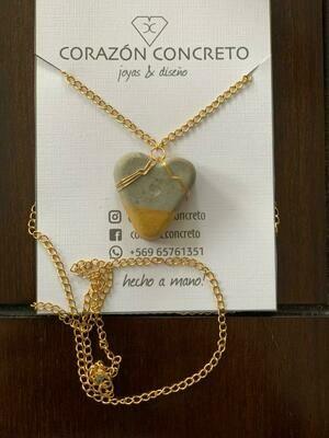 Collar dorado corazón