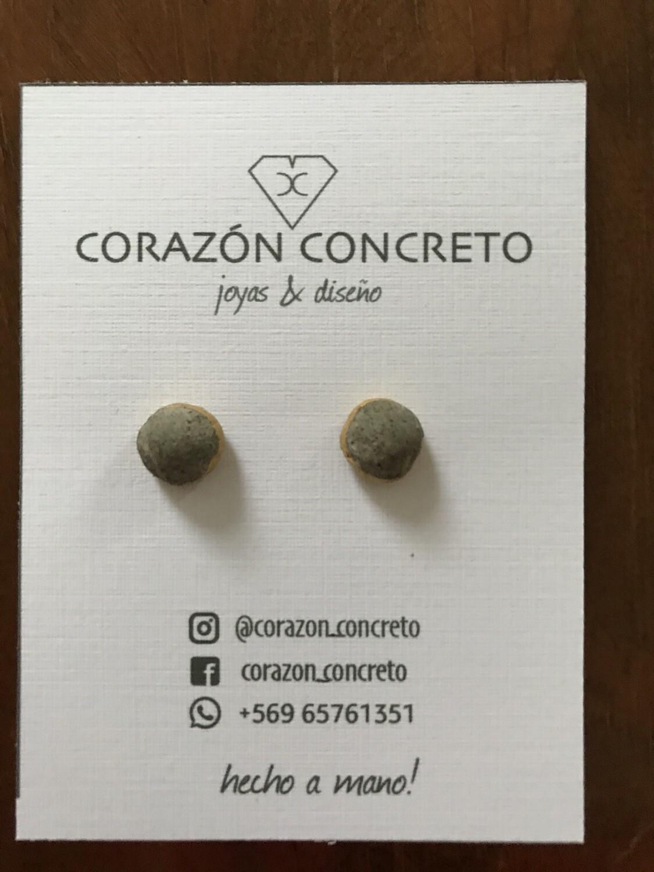 Aritos forma bala cemento gris y dorado