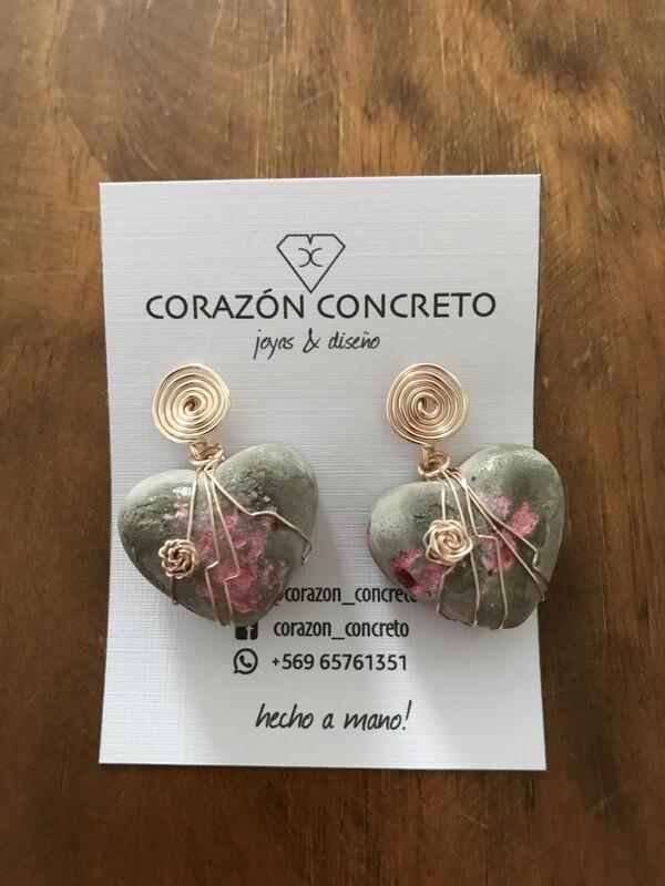 Aritos corazón cemento gris y pigmento rosado
