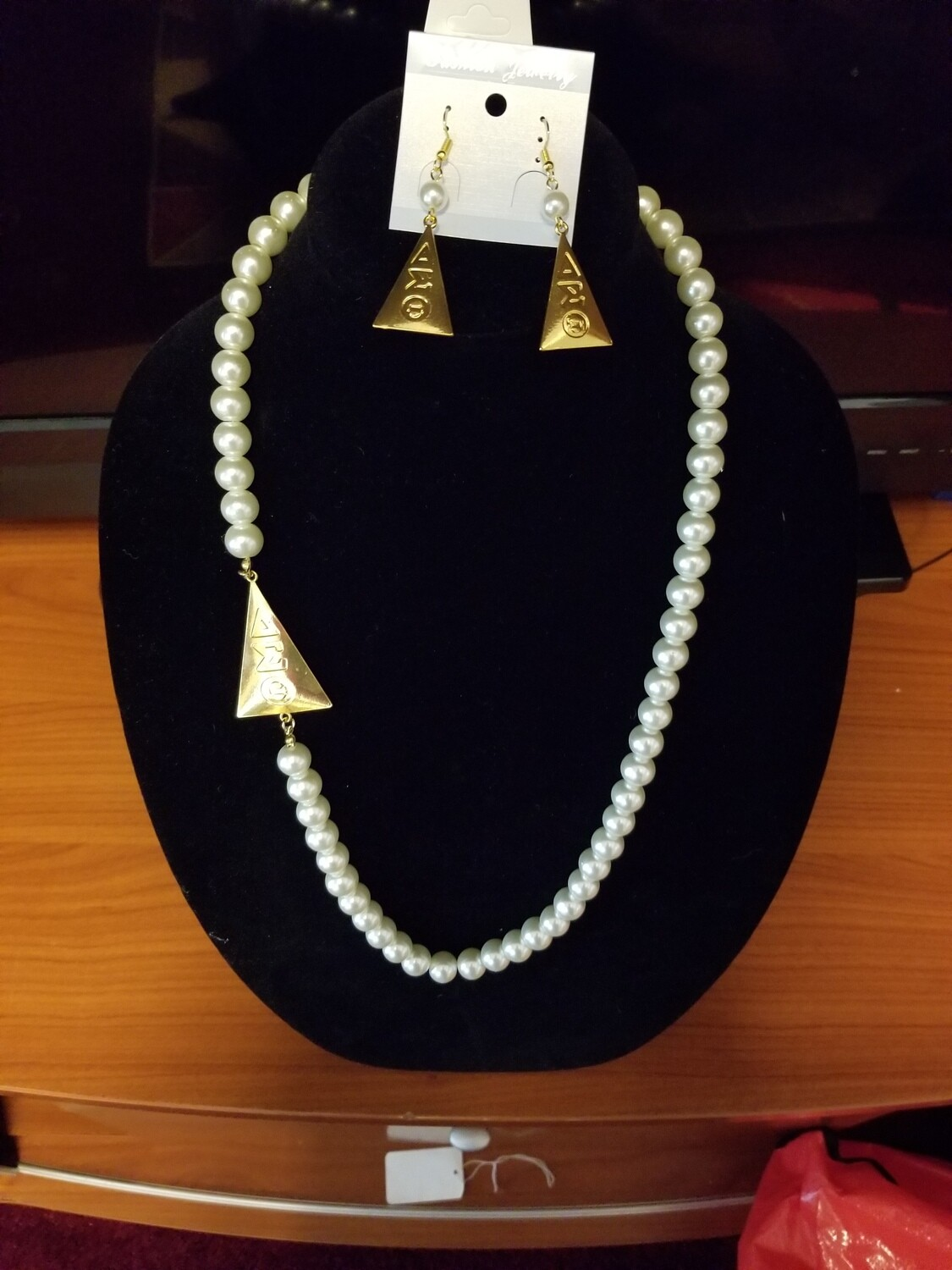 Pearl Triangle Necklace Set