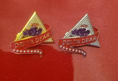Delta Dear Violet & Pearl Lapel
