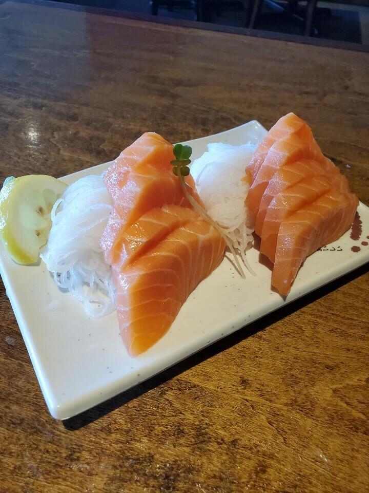 Salmon Sashimi (9pcs)
