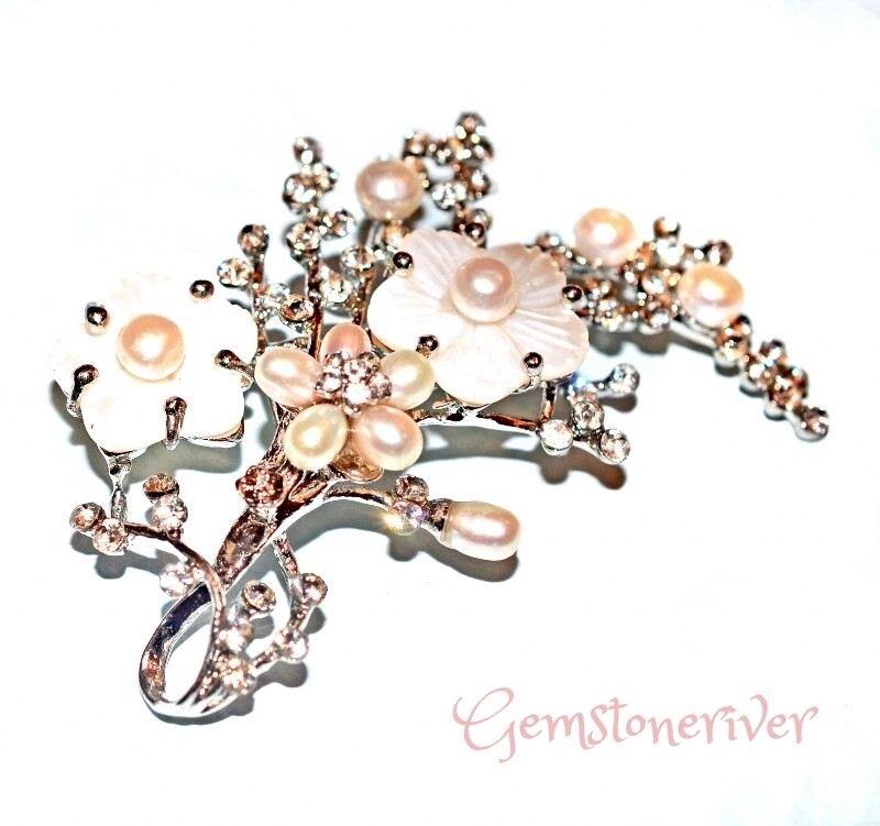 Ladies Sparkly Daisy Diamante Crystal Shell Pearl Brooch wedding office overcoat flower